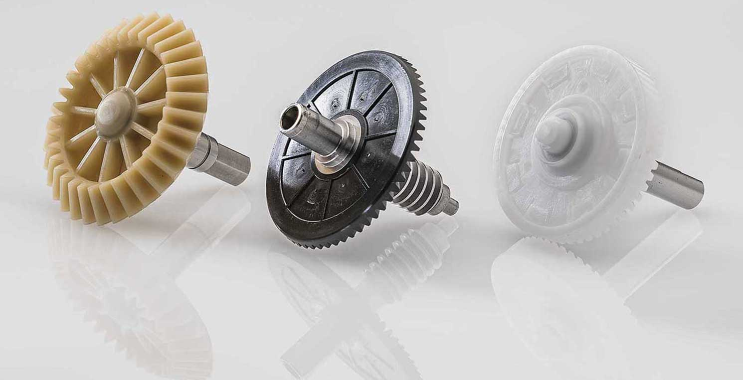 Plastic gears for the automotive sector